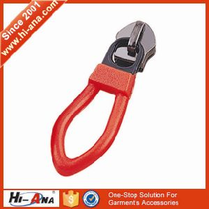 20 QC Staffs Ensure The Quality High Quality Zipper Puller pictures & photos