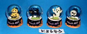 Halloween Decorative Skull Snow Globe with Resin Base pictures & photos