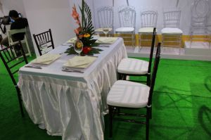 Wooden Mahogany Chiavari Chair with Cushion pictures & photos