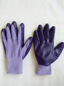 13G Polyester Shell Nitrile Coated Safety Work Gloves (N6018) pictures & photos