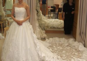 China 2017 New Arrival White Expensive Designer Wedding Dresses With