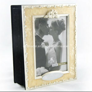 Alloy Beatifur Wedding Photo Frame (OEM) pictures & photos