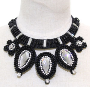 Woman Fashion New Waterdrop Crystal Collar Necklace Costume Jewelry (JE0189) pictures & photos