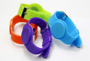 RFID Silicone Band with Different Qr Code, Logo Made by Silkscreen Printing pictures & photos