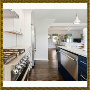 Coastal White Kitchen Cabinet with Navy Island China Manufacturer