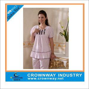 Women Cailco Printing Pajamas with Lace Trim pictures & photos