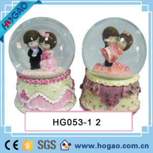 Wedding Snow Globe Bride and Groom for Decoration pictures & photos