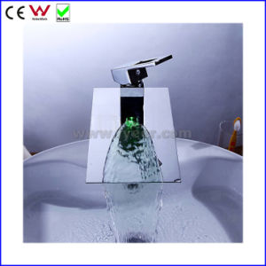 2015 New Self-Power 3 Color LED Basin Tap Faucet (FD15052F) pictures & photos