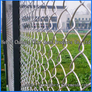 Hot Dipped Galvanized Chain Link Fence with Barbed Wire pictures & photos