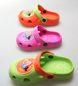 OEM New Fashion Children′s Clogs pictures & photos