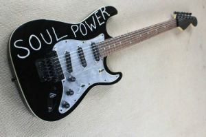 Hanhai Music/Black St Style Electric Guitar with Black Hardware (soul power) pictures & photos