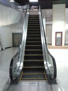 4500m Travelling Height 35 Degree Auto Start Indoor Escalator with Fujizy Brand pictures & photos
