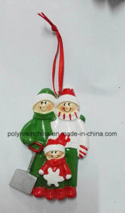 High Quality Polyresin Christmas Ornament of Family Gifts pictures & photos