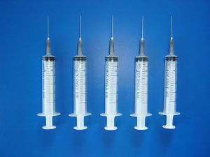Sterile Disposable Syringe Luer Slip/Lock with Needle pictures & photos
