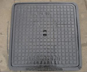 Square Ductile Iron Casting Manhole Cover with Frame En124, C250 pictures & photos