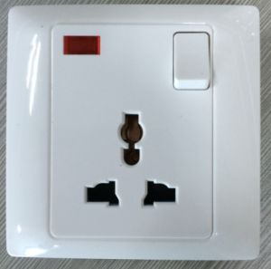 16A Switched Multi Socket with Light pictures & photos