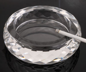 Round Transparent Crystal Glass Ashtray for Home Decoration pictures & photos