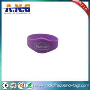Manufacturer Custom Design Silicone RFID Bracelet with Ultralight C pictures & photos