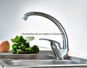Single Handle 360 Degree Rotation Brass Kitchen Faucet Chrome Finish pictures & photos