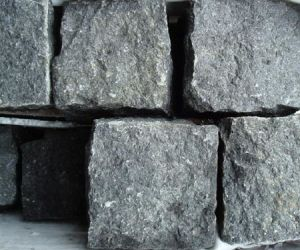 Black/Grey/Red/Yellow/Beige/Dark Stone Paver/Kerb Stone/Paving Stone/Kerbstone/Cubestone, Cobble/Paver Stone pictures & photos