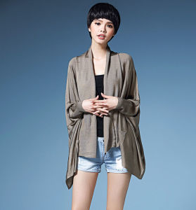 Lady Fashion Viscose Knitted Pocket Cardigan Sweater (YKY2064) pictures & photos