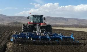 Soil Disc Harrow with Soil Scraper and Roller pictures & photos