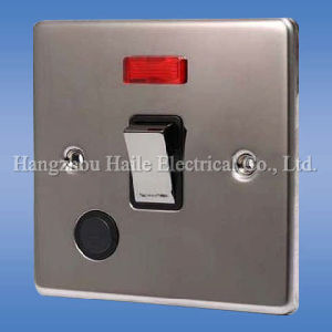 Light Switch with Socket (UK Standard) pictures & photos