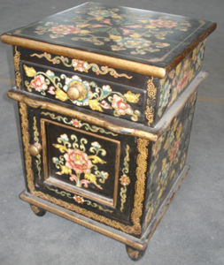 Chinese Antique Furniture Small Wooden Cabinet pictures & photos