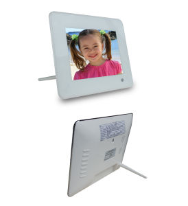 7 Inch High Resolution Digital Photo Frame with Remote Control