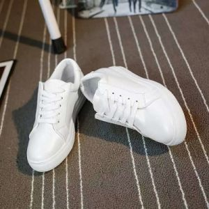 Casual Shoes Breathable Flat White Sneakers for Women Shoe (AKCS2) pictures & photos
