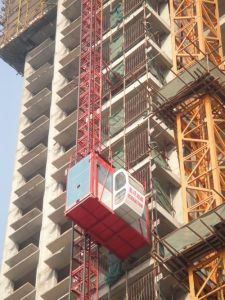 CE Certified Construction Material Elevator (SC200) with Load 2 Tons pictures & photos
