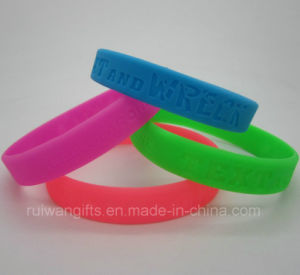 Embossed Logo Silicone Bracelet in Different Color (SIB040) pictures & photos