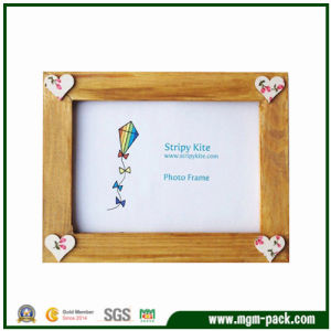Eco-Friendly Brown Wooden Gift Picture Frame with Heart Patterns pictures & photos