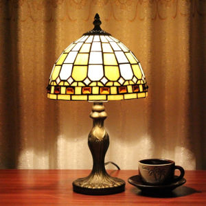 Italian Style Hot Sell Tiffany Table Lamp with Modern Style (XT08030)