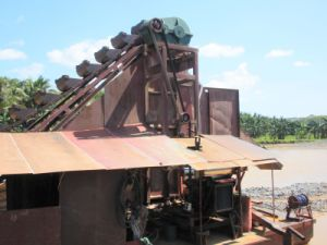 Dredge Depth 8-10meter 150t/H Capacity Gold Dredger
