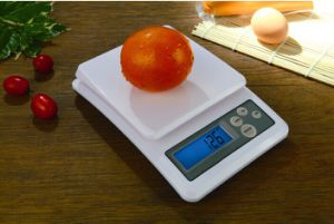 1000g/0.1g Digital Kitchen Scale Food Scale pictures & photos