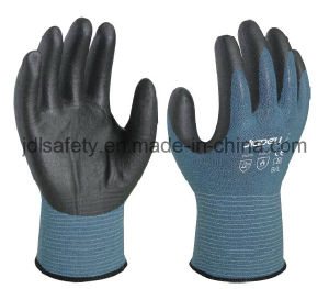 18 Gauge Cut Resistant Work Glove with Foam Nitrile Coated (K3044) pictures & photos