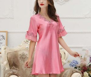 Summer Women′s Sexy V-Neck Best Quality Silk Pajamas pictures & photos