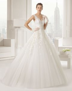 New Style 2018 V-Neck Lace Applique Ivory Ball Gown W2017101 pictures & photos