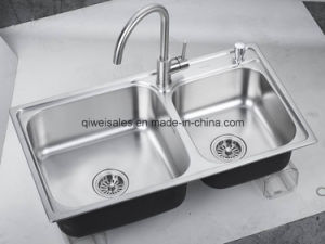 Stainless Steel Handmade Kitchen Sink with Soap Container (QW-H8245)