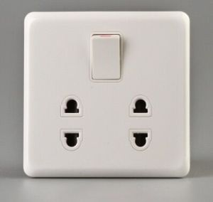 Factory Good Price 2*2 Pin Socket with Small Button Switch pictures & photos