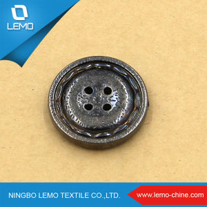 Factory Wholesale Custom Made Resin Shirt Button pictures & photos