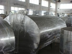 Stainless Steel 3000L Fresh Milk Truck Tank pictures & photos