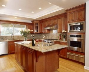 Kitchen Furniture Luxury Solid Wood Kitchen Cabinet (PR-K2033) pictures & photos