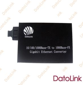 10&100m Fiber Optic Media Converter pictures & photos