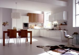 European Popular High Gloss Kitchen Cabinet pictures & photos