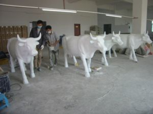 Customized Huge Cows Statue with Fiberglass 1.5 Meters Height pictures & photos