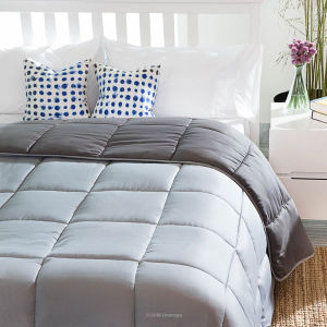 Reversible Down Alternative Quilted Comforter with Corner Duvet Tabs - Queen pictures & photos