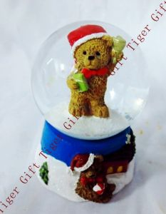 Polyresin Christmas Bear Snowglobe 45mm Tg2274