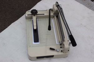 Guillotine Manual Paper Cutter Paper Cutting Machine Wd-868A3 pictures & photos